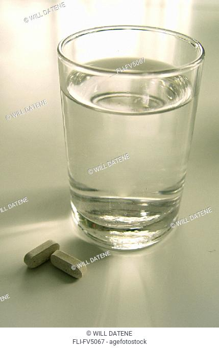 FV5067, Will Datene, Glass of Water with Pills