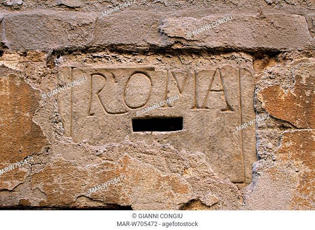 vecchia cassetta delle lettere con la scritta roma, sansepolcro, toscana