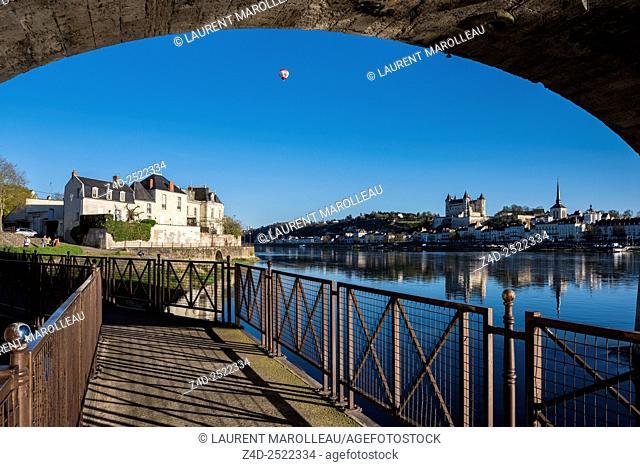 Footbridge on Offard Island, under the Cessart Bridge with Saumur Castle in background. Saumur, Maine et Loire, Pays de la Loire Region, Loire Valley, France