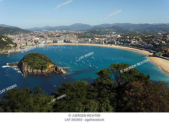 View from Monte Igeldo onto a bay with island, Playa de la Concha, Isla de Santa Clara, Bahia de la Concha, San Sebastian, Donostia, Camino de la Costa