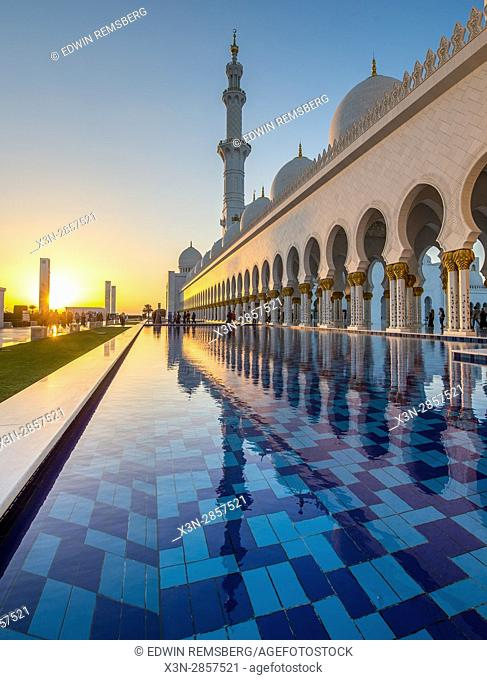 United Arab Emirates - The sunsetting and reflecting at Sheikh Zayed Mosque in Abu Dhabi