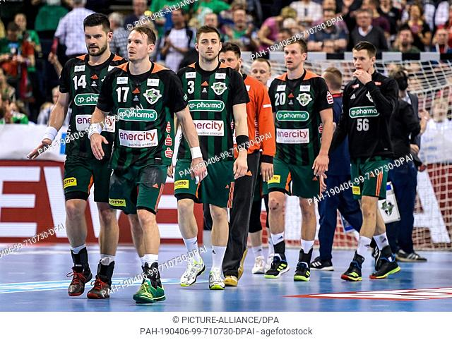 06 April 2019, Hamburg: Handball: DHB Cup, TSV Hannover-Burgdorf - SC Magdeburg, main round, final four, semi-final. Hanover's players leave the field