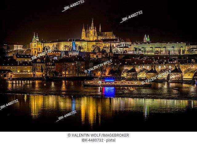 Night shot of Prague, Moldova, Charles Bridge, St. Vitus Cathedral, Prague Castle, Hradcany, historic centre, Prague, Bohemia, Czech Republic