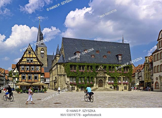 Market with City Hall and Church of St. Benedictine, House Hoken, restaurant, Quedlinburg, Saxony-Anhalt, Germany