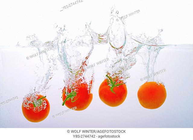 Tomatoes thrown into water