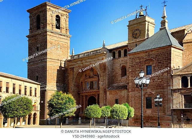 Town hall and San Andres Apostol church, Plaza Mayor, Villanueva de los Infantes, Ruta de Don Quijote, Ciudad Real province, Castilla La Mancha, Spain