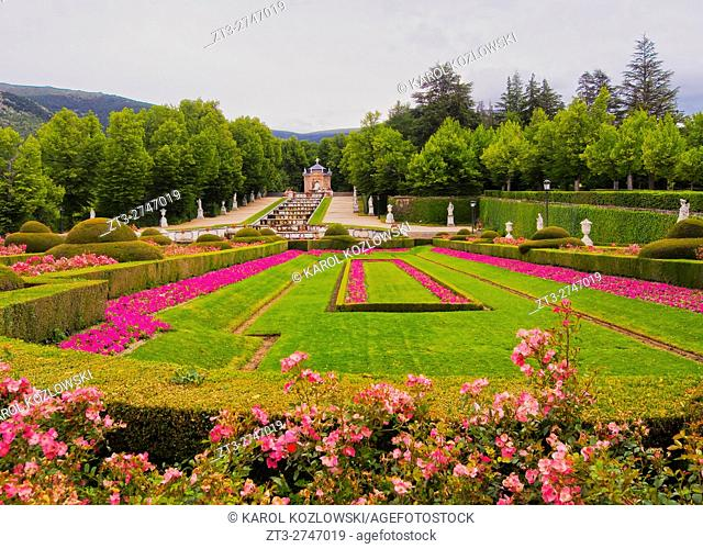 Spain, Castile and Leon, Province of Segovia, San Ildefonso, View of the gardens of the Royal Palace of La Granja de San Ildefonso.