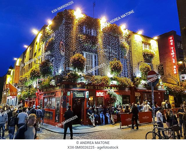 Downtown night life, Temple bar, Dublin, Ireland, Europe