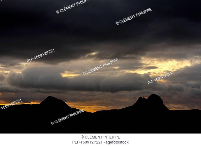 Storm clouds over the mountain Suilven at sunset, Inverpolly National Nature Reserve, Sutherland, Scottish Highlands, Scotland, UK
