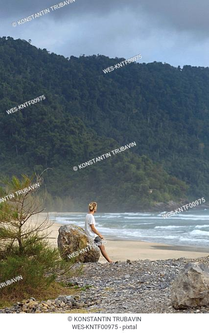 Indonesia, Sumatra, young man at ocean coastline