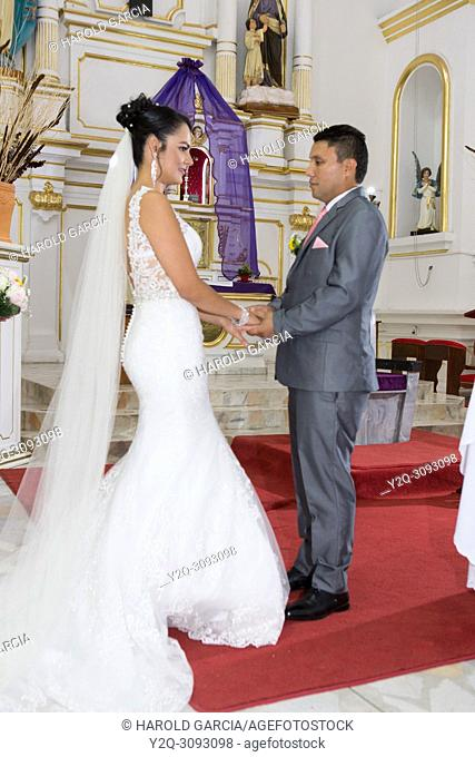 Exchange of rings between the bride and groom in church