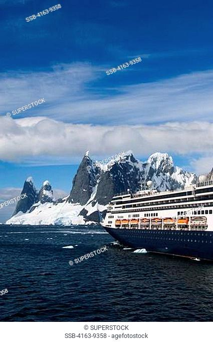 ANTARCTICA, ANTARCTIC PENINSULA, LEMAIRE CHANNEL, MOUNTAINS, CRUISE SHIP MS ROTTERDAM