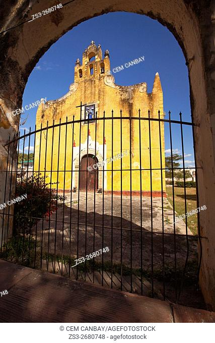 Framed view to the yellow painted Santa Ana church in the town center, Valladolid, Yucatan Province, Mexico, Central America