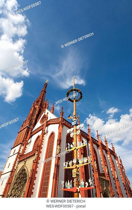 Germany, Franconia, W¸rzburg, Marienkapelle, St. Mary's chapel, Maypole