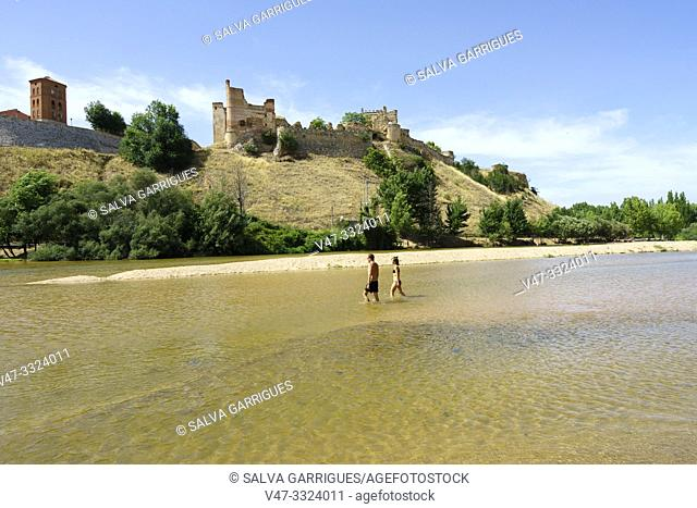 Escalona Beach is an ideal place to spend a day of rest and relaxation surrounded by nature in the Alberche River. In recent years