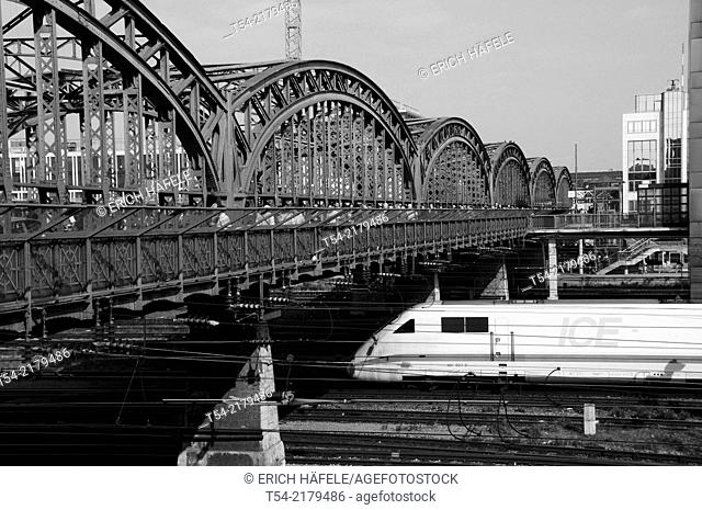 ICE train at the hacker bridge in Munich