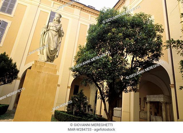 cortile del palazzo dei musei, modena, emilia romagna, italia