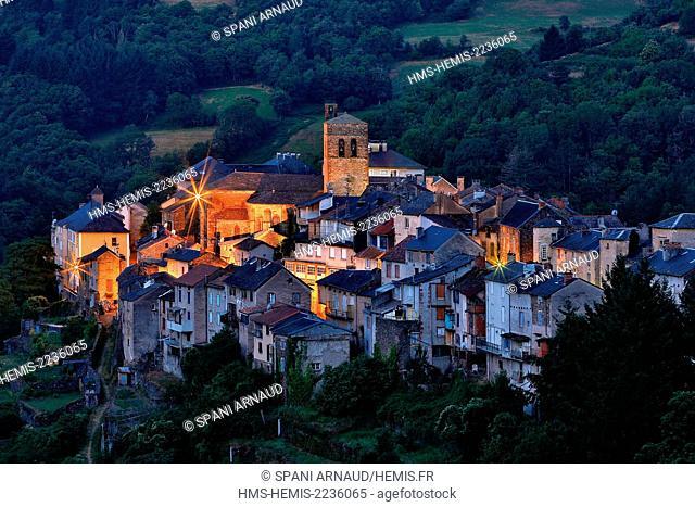 France, Aveyron, Parc Naturel Regional des Grands Causses (Natural regional park of Grands Causses), St Sernin sur Rance at dusk