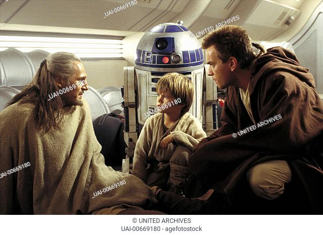STAR WARS: EPISODE I - THE PHANTOM MENACE USA 1999 George Lucas Qui-Gon Jinn (LIAM NEESON), Anakin Skywalker (JAKE LLOYD)