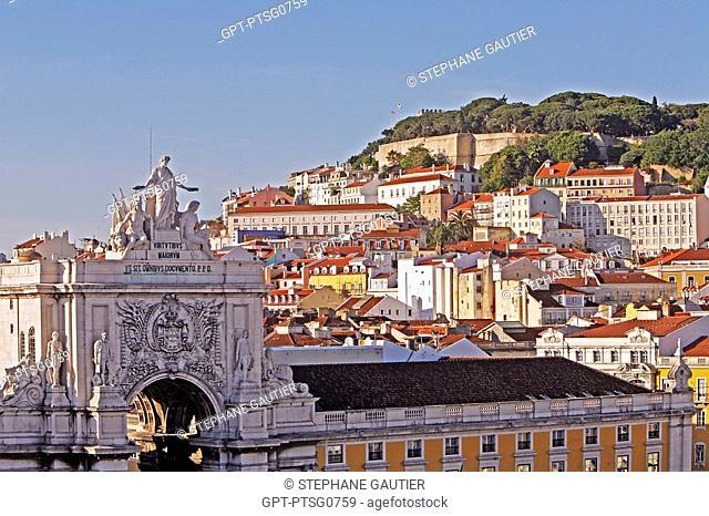 ARCH PRACA DO COMERCIO, COMMERCE SQUARE AND SAO JORGE CASTLE, CASTELO DE SAO JORGE, BAIXA DISTRICT, LISBON, PORTUGAL, EUROPE