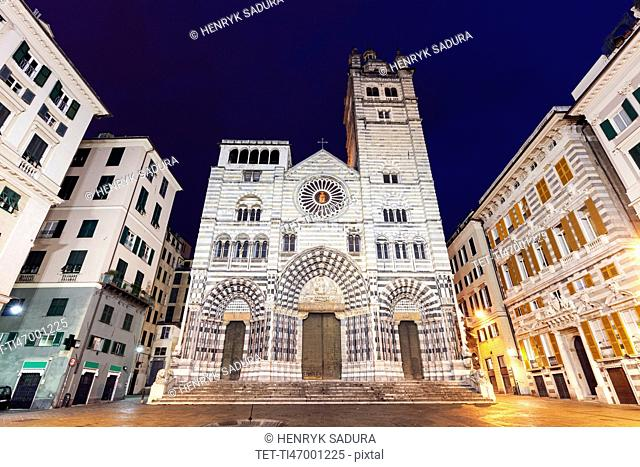 Cattedrale di San Lorenzo at night