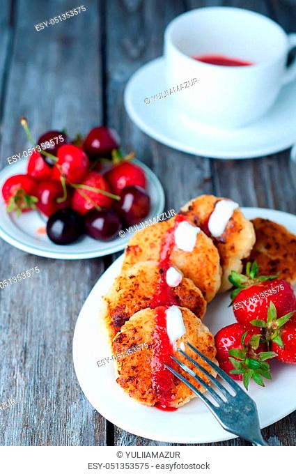 Cottage cheese pancakes, homemade traditional Ukrainian and Russian syrniki