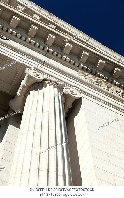 An example of Ionic columns on the PNC Bank Building in Washington D.C., USA