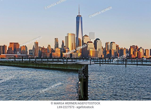 Manhattan Sykline with World Trade Center and World Financial Center seen from New Port Marina in Jersey City, New York City, USA