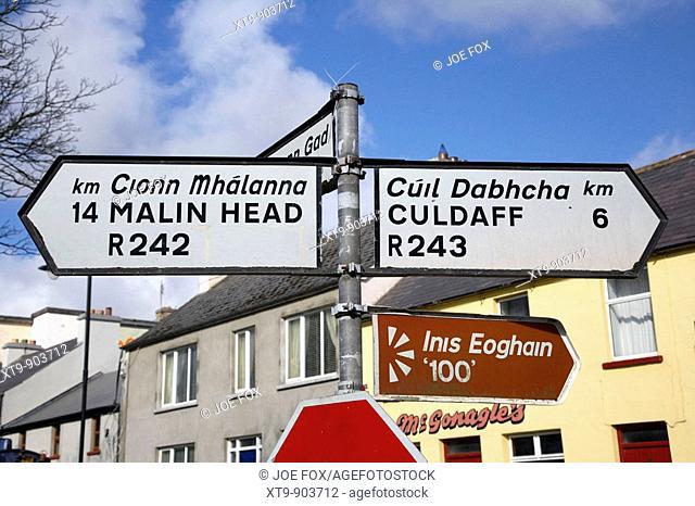 bilingual roadsigns in malin county donegal republic of ireland