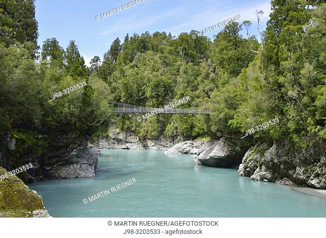 Suspension Bridge over Whitcombe River in Hokitika Gorge. Whitcombe River, Hokitika Gorge, West Coast, South Island New Zealand, New Zealand, Australasia