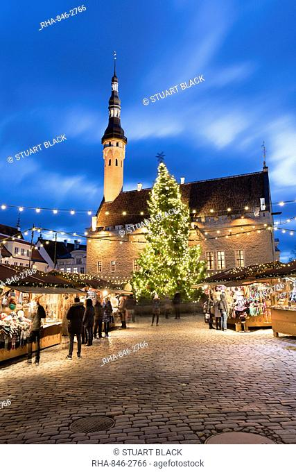 Christmas market in the Town Hall Square (Raekoja Plats) and Town Hall, Old Town, UNESCO World Heritage Site, Tallinn, Estonia, Europe
