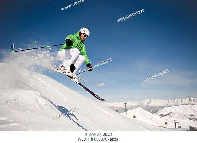 Austria, Salzburg, Altenmarkt-Zauchensee, Austrian woman skiing