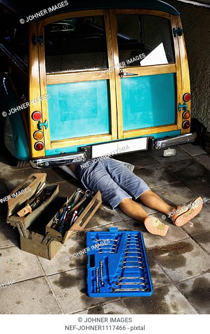 Man repairing car