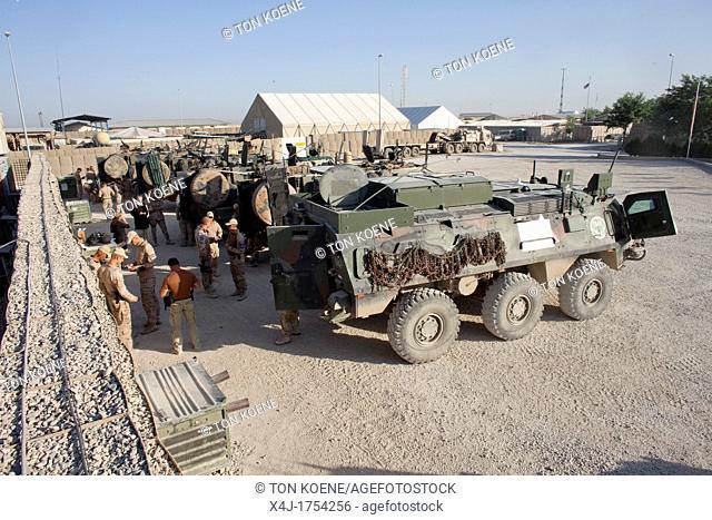 Dutch military convoy on its way from Kunduz to Khanabad