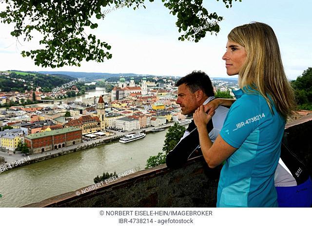 Couple looks from the Veste Oberhaus on the Danube, Passau, East Bavaria, Lower Bavaria, Bavaria, Germany