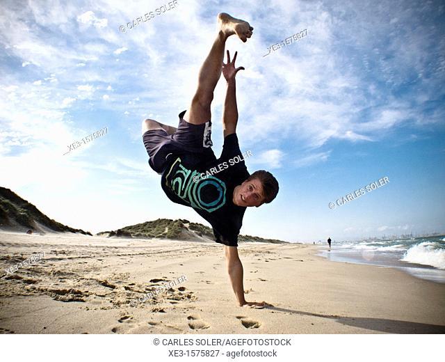 Breakdance in the beach