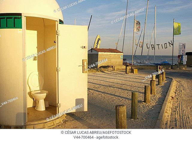 Public toilette. Ribedoux beach, Re Island. Poitou-Charentes, France