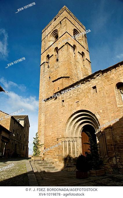 Every year Ainsa-Sobrarbe municipally of Huesca, Spain, celebrate a traditional Ferieta de Ainsa, at first sunday of february