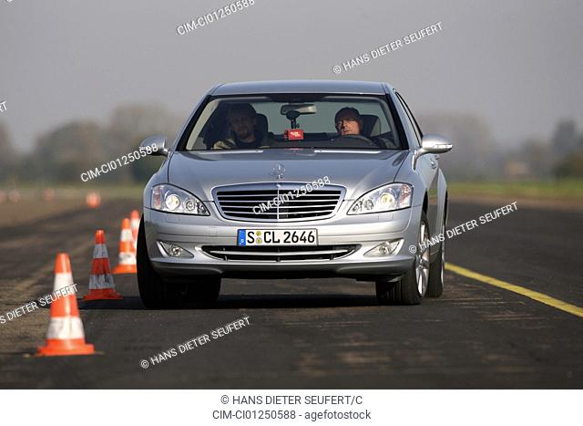 Mercedes S 450, model year 2006-, silver, driving, diagonal from the front, frontal view, test track, Pilonen