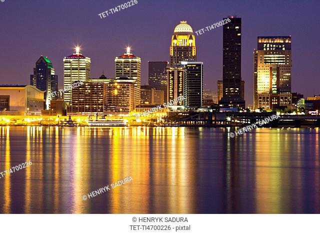 USA, Kentucky, Louisville, Skyline at night