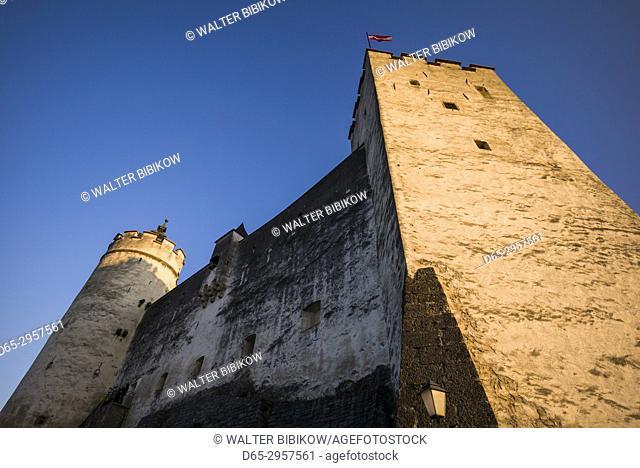 Austria, Salzburgerland, Salzburg, Festung Hohensalzburg Castle, dusk