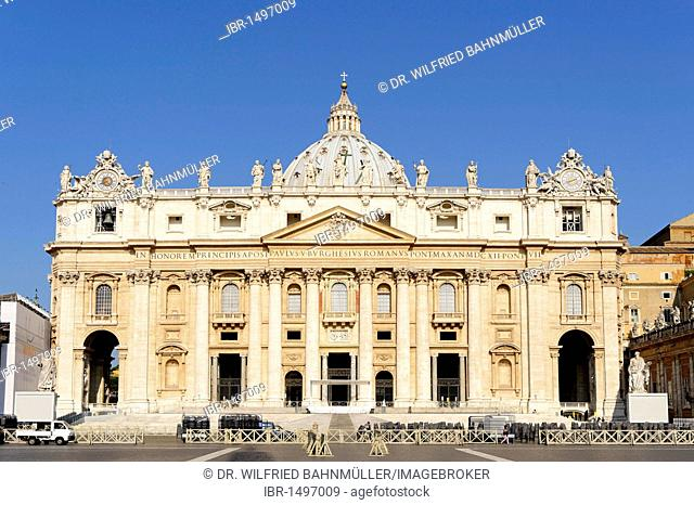 St. Peter's Square with St. Peter's Basilica, Vatican, Rome, Italy, Europe