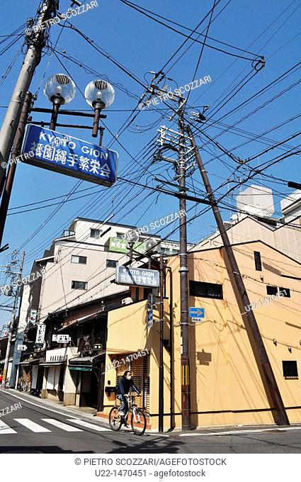 Kyoto (Japan): electric wires mess in Gion
