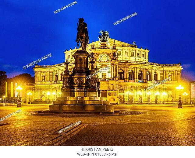 Germany, Saxony, Dresden, Theaterplatz, Semperoper, Saxon State Opera and John of Saxony Memorial in the evening