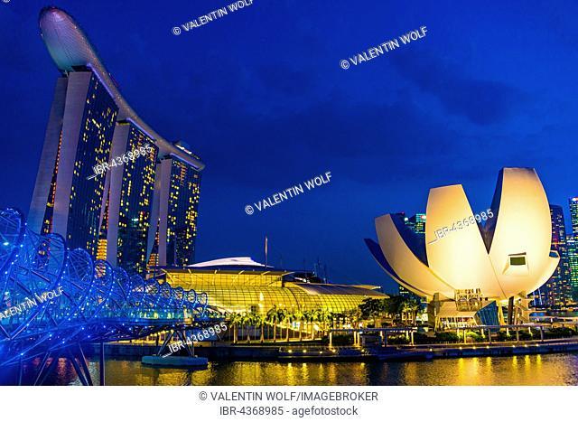 Marina Bay Sands hotel and ArtScience Museum, night scene, Marina Bay, Downtown Core, Singapore
