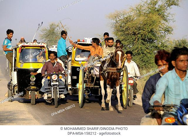Horse cart racing ; Pushkar ; Rajasthan ; India