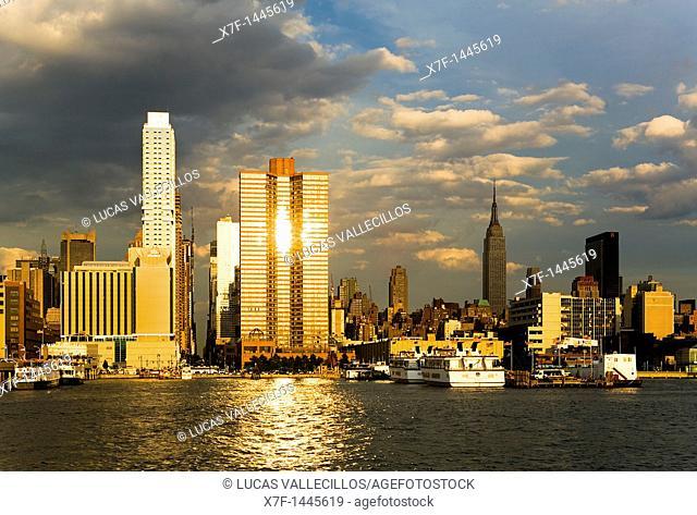 Midtown, skyline of Manhattan across Hudson River from New Jersey, New York City, USA