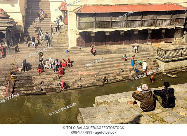 Pashupatinath, cremation, riverside Bagmathi, tributary of the Ganges, Nepal sacred river for Hindus, Kathmandu, Nepal, Asia