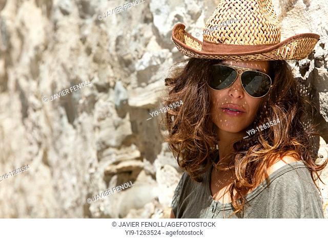 Young woman with a straw hat and sunglasses