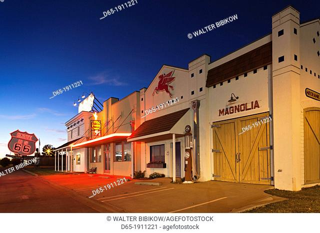 USA, Oklahoma, Elk City, National Route 66 Museum, buildings, dusk